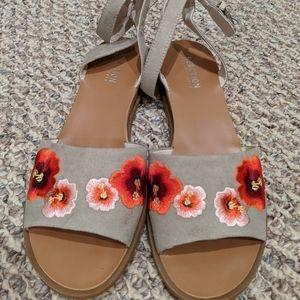 Flowered sandals